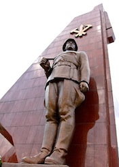 427px-Monument_to_the_Victorious_Fatherland_Liberation_War_02