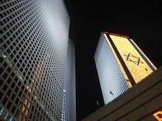 Azrieli_and_Flag