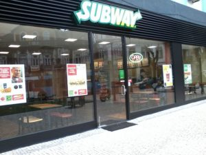 800px-Loja_Subway_Braga